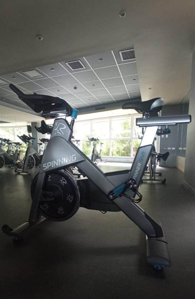 Ciclismo Indoor de Alto Rendimiento con la Spinner® Shift™.
